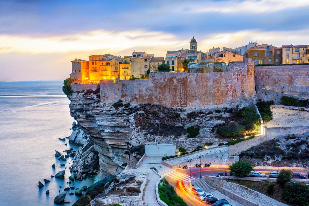 Sehenswürdigkeiten auf Korsika: Blick auf die Felsenstadt Bonifacio