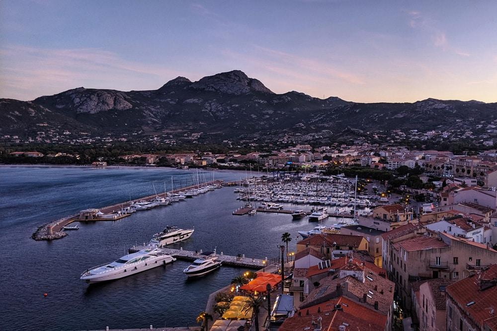 Sehenswürdigkeiten auf Korsika: Hafen von Calvi