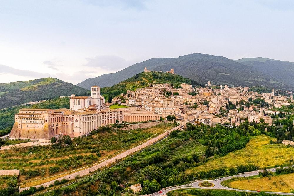 Die Pilgerstadt Assisi, Foto: Monique Kraan / Unsplash