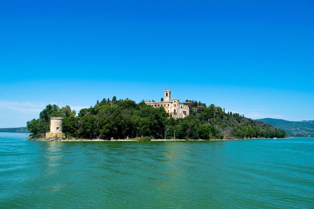 Villa Guglielmi auf der Isola Maggiore im Lago Trasimeno, Foto: Daniel Houwing / Unsplash