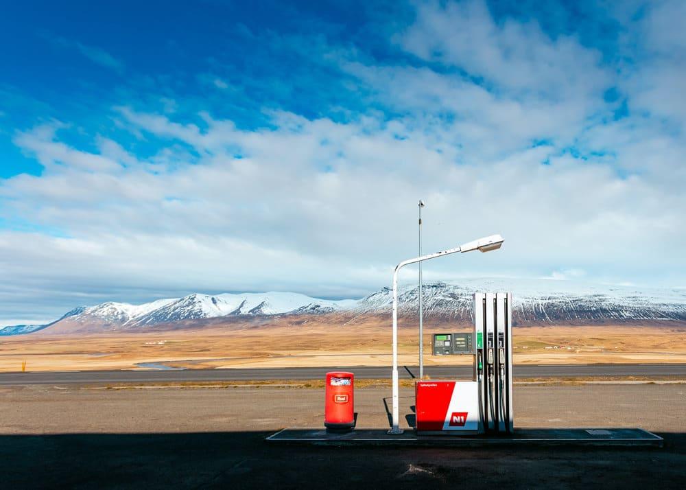 Eine schöne Aussicht kann schon mal vom Tanken ablenken, Foto: Khamkéo Vilaysing / Unsplash