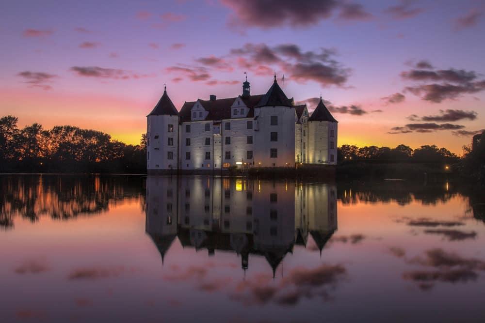 Glücksburg in der Abenddämmerung, Foto: Jann / Adobe Stock