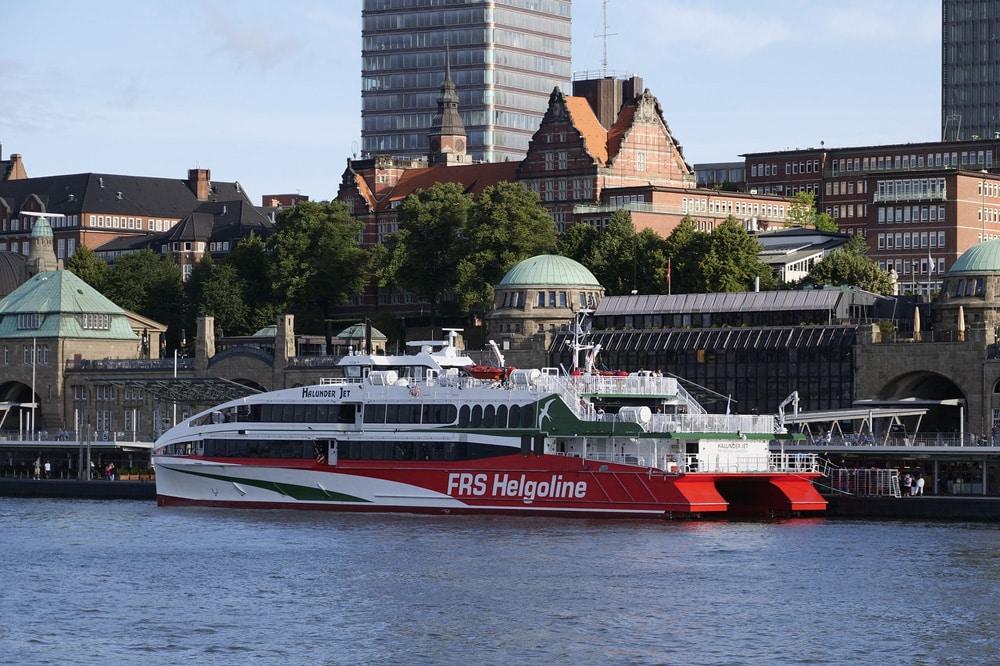 Hochgeschwindigkeitskatamaran in Hamburg, Foto: wasi1370 / Pixabay