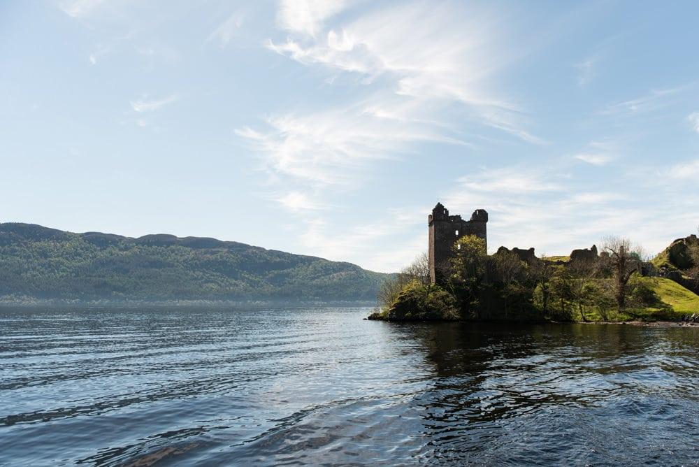 Loch Ness - was ist dran an der Geschichte mit dem Ungeheuer? Foto: Ramon Vloon / Unsplash