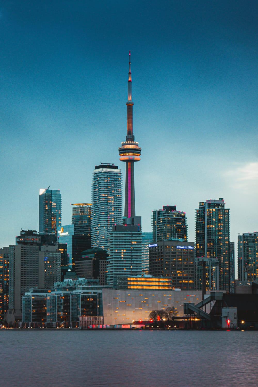 Der CN-Tower am Abend, Foto: Juan Rojas / Unsplash