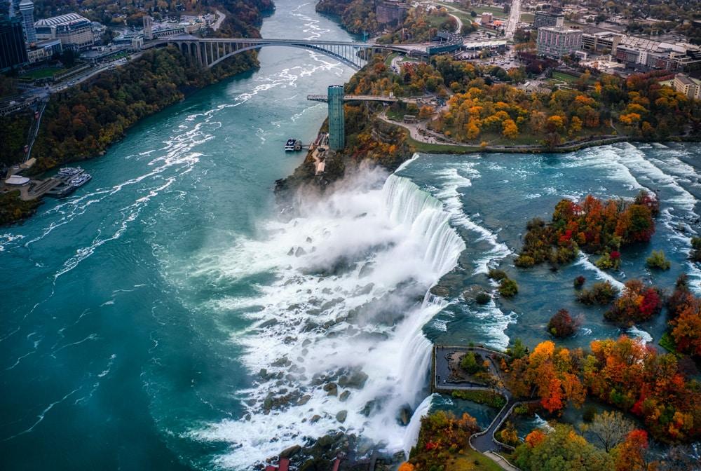 Die Niagara-Fälle mal von oben, Foto: Cameron Venti / Unsplash
