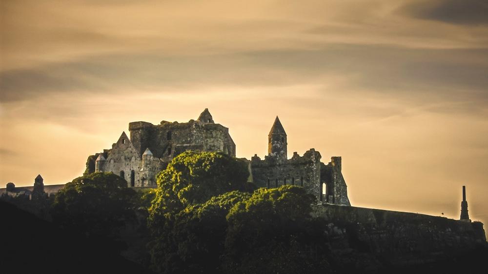Rock of Cashel im Sonnenuntergang, Foto: K. Mitch Hodge / Unsplash