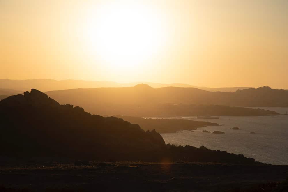 Die Costa Smeralda am Abend, Foto: Santo Pellecchia/Unsplash