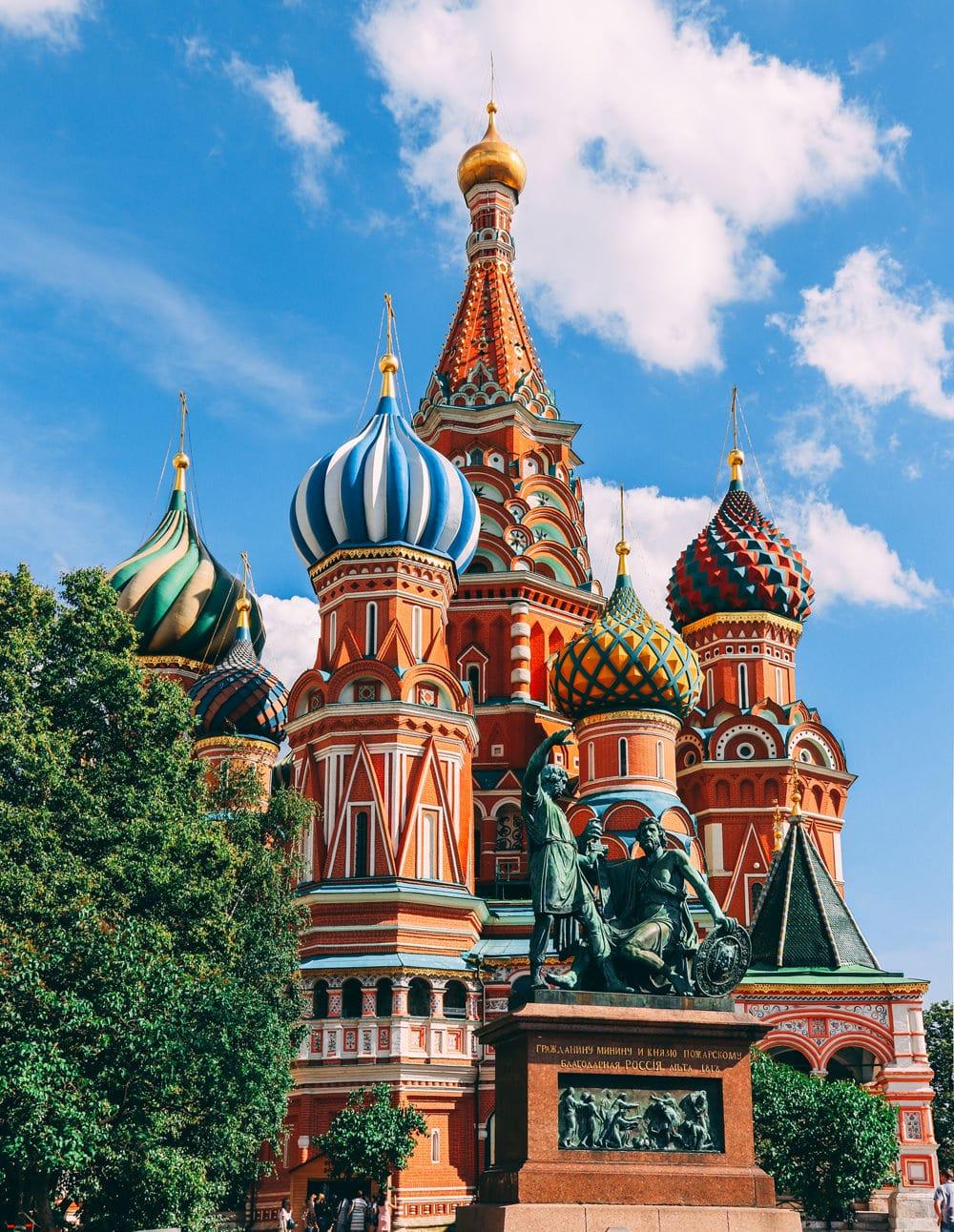 Eines der bekanntesten Wahrzeichen von Moskau: die Basilius-Kathedrale am Roten Platz, Foto: Nikolay Vorobyev/ Unsplash